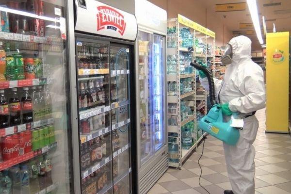 dezynfekcja powierzchni w sklepie