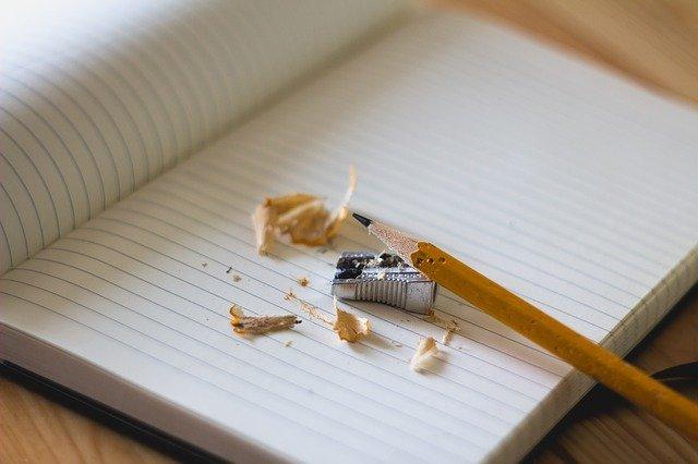 ołówek, zeszyt i inne artykuły do szkoły