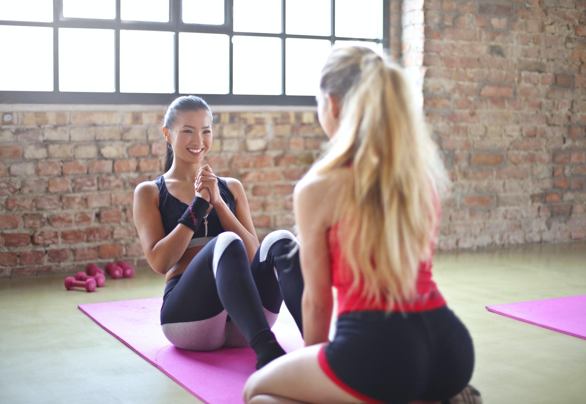 ćwiczenia na pośladki z gumą