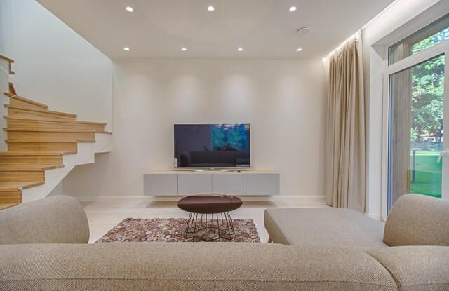 Minimalizm w domu. Salon w minimalistycznym stylu.