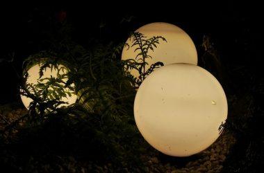 Lamy kule ogrodowe - magiczne oświetlenie nocą